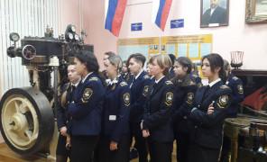 Курсанты ОИФ посетили легендарный ледокол «Красин»