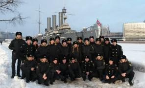 Курсанты ОИФ на крейсере «Аврора» и в Военно-историческом музее артиллерии, инженерных войск и войск связи
