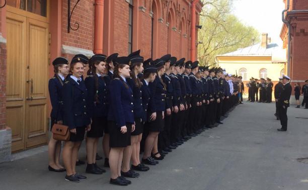 120 бравых парней и 12 смелых девчонок.
