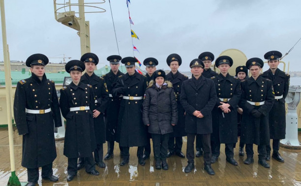 Макаровцы торжественно подняли флаг на ледоколе «Красин»