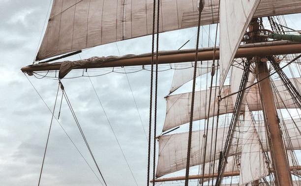 В международный день моряка на борту «Мира» говорили о пути в профессию